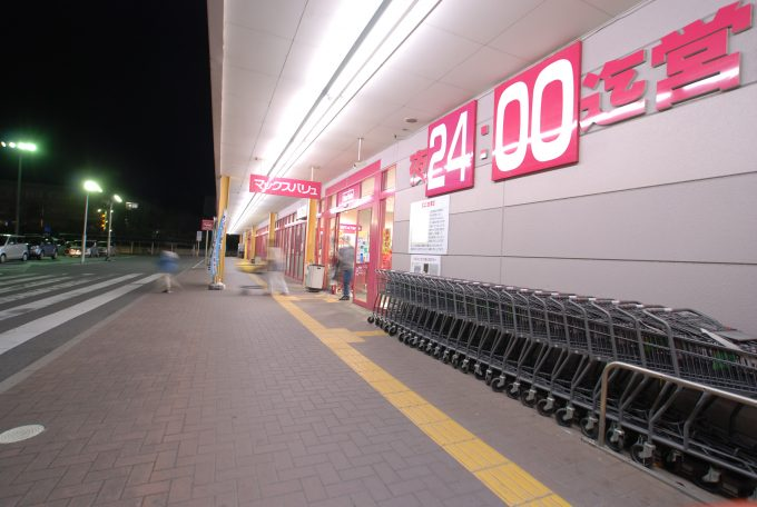 ショッピングモールの孤独感